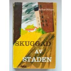 Nilsson, Bo Ivar: Skuggad av staden